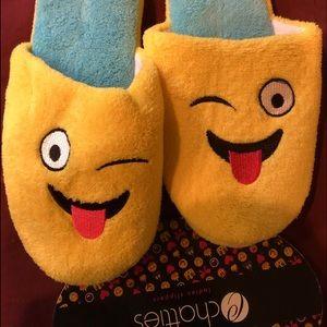 EMOJI slippers ! NWT medium 7/8 GREAT GIFT ITEM !